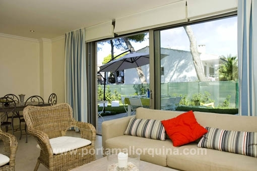 Área de estar con acceso a la terraza