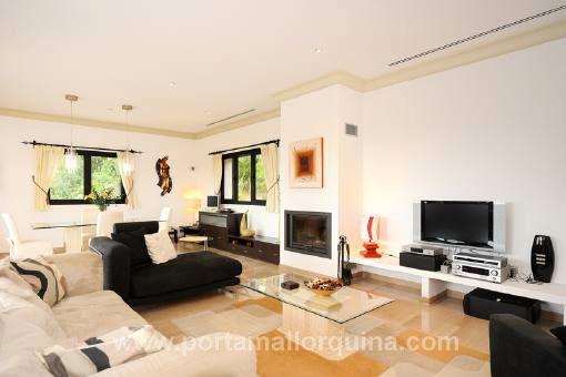 Modernes Wohnzimmer Mit Kamin | Villaweb, Wohnzimmer Dekoo