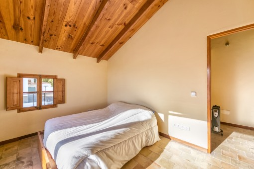 Agradable dormitorio doble en el ático
