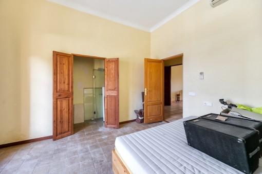 La casa ofrece 8 dormitorios
