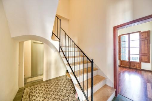 Escalera e ascensor
