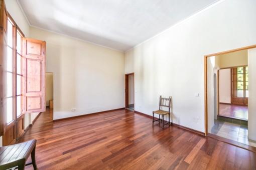 La casa ofrece una superficie habitable de 900 metros cuadrados
