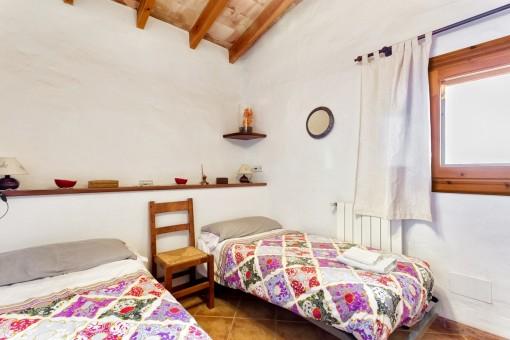 Dormitorio agradable con 2 camas