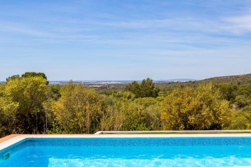 Vistas desde la piscina al mar mediterráneo