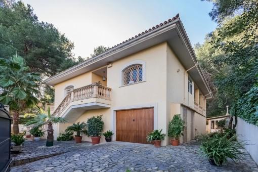 Villa con piscinaVilla sin amueblar con piscina y calefacción central de gas en una ubicación deseable en Cas Catala