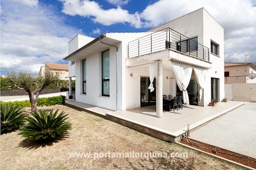 Moderna villa en las afueras de inca for Moderne architektur villa