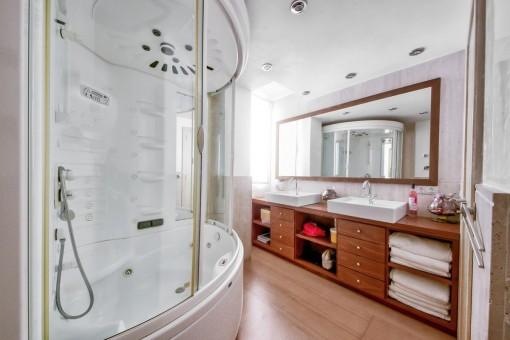 Magnífico baño con bañera