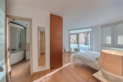 El dormitorio ofrece un baño en suite