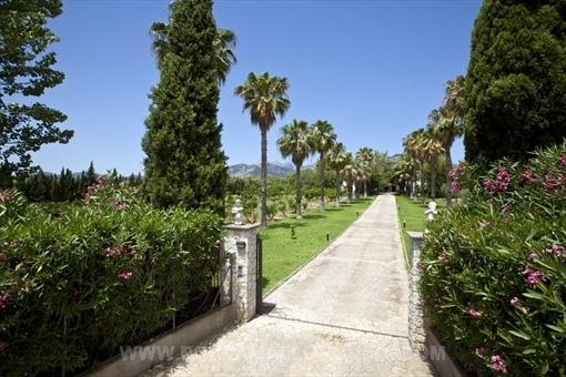 Hermosa y muy espaciosa finca en romántico entorno