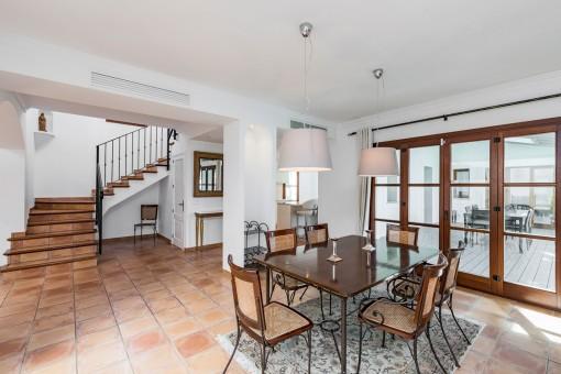 La vivienda tiene una superficie habitable de 580 metros cuadrados