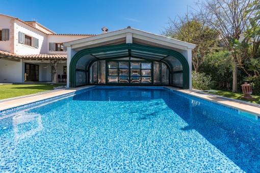 Vista alternativa de la gran piscina