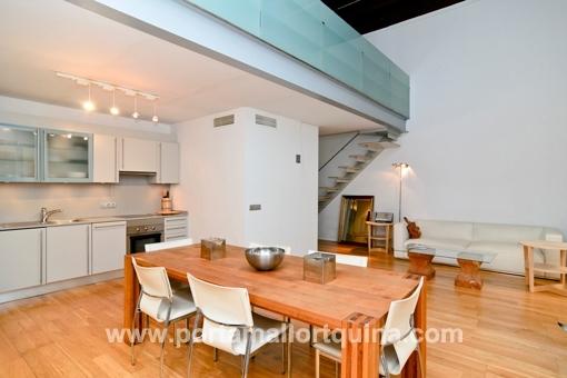 apartamento s per chic tipo loft cerca del paseo del borne. Black Bedroom Furniture Sets. Home Design Ideas