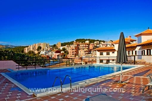 Apartamento sin amueblar en hermoso complejo comunitario con piscina en Bonanova
