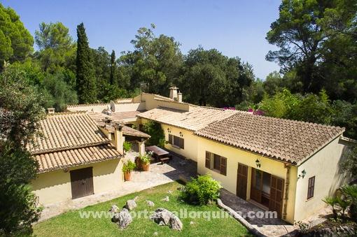 Fantástica villa con un jardín precioso en absoluta privacidad, cerca de Pollensa