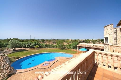 Vistas fantásticas desde el balcón sobre el valley y la piscina