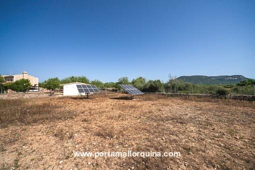 Jardín con central solar