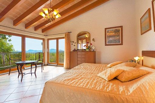 Dormitorio principal con amplias vistas