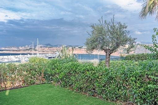 Jardín con vistas al puerto