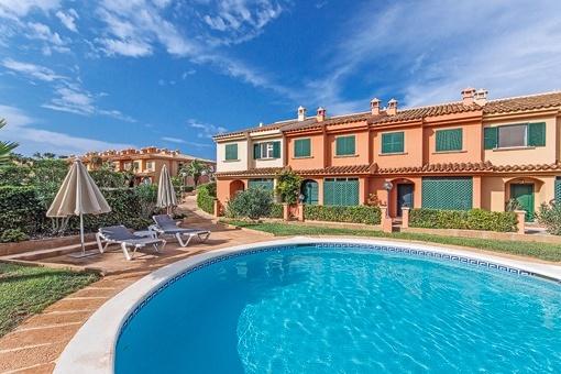 Complejo de apartamentos con piscina en El Toro