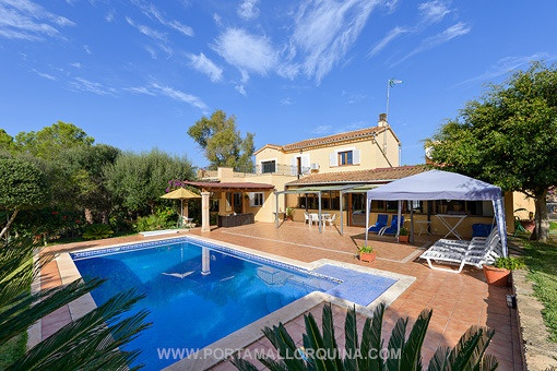Espaciosa casa con mucho potencial y jardín privado en Santa Ponsa