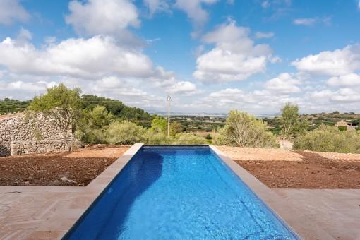 Zona de la piscina con vistas para relajarse