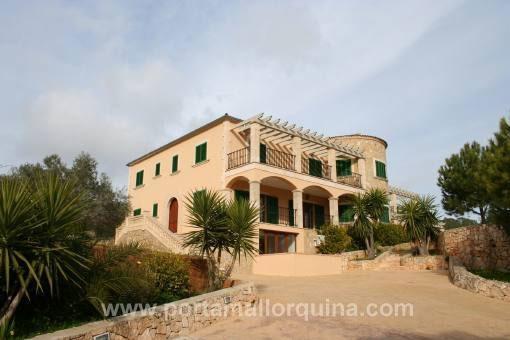 Finca espaciosa con casa de invitados en ubicación preciosa y con vistas panorámicas