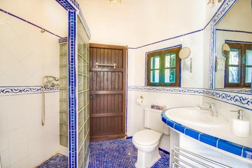 """Baño Estilo Ibicenco:Torre-chalet ibicenca """"alte Schmiede"""" (Herrería antigua) a la venta"""