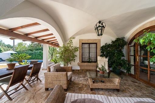 Casa r stica modernamente amueblada con encanto mallorqu n for Haus rustikal modern