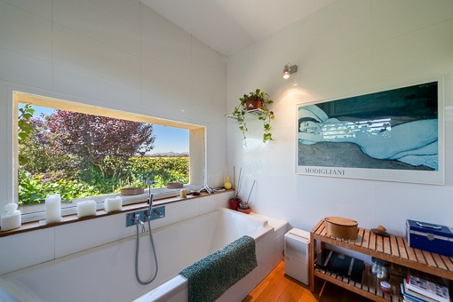 Baño con vistas fantásticas desde la bañera