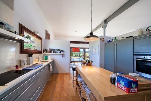 Moderna cocina, completamente equipada