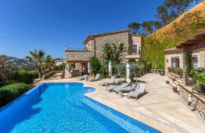 Villa fantástica de piedra natural con casa...