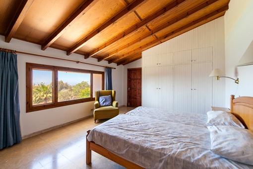 Amplio dormitorio con bonitas vistas