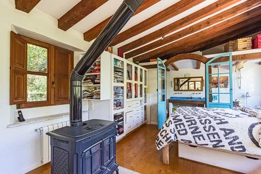 Dormitorio mallorquin con baño en suite