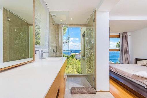 Vistas unicas al mar desde el baño