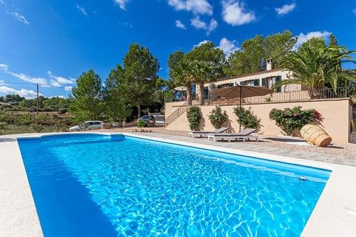 Acogedora casa de campo con piscina for Casa de campo con piscina privada