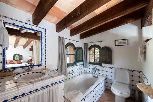 Baño tradicional con bañera