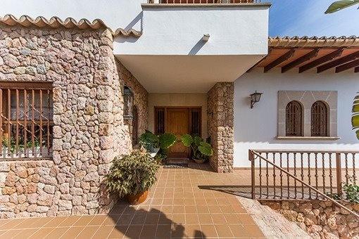 Villa de orientación sur con licencia turística, casa para invitados y vistas espectaculares cerca de Inca
