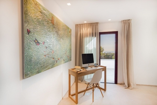 Oficina con ventanas panorámicas