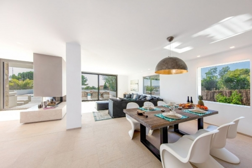 Salón con ventanas panorámicas
