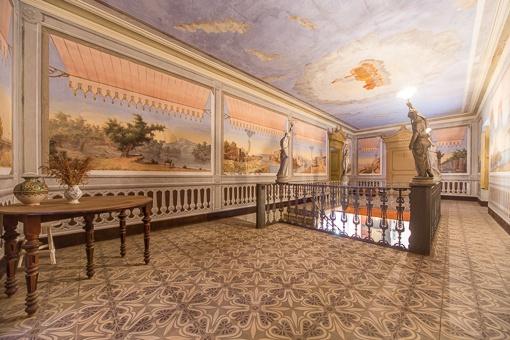 Pintura bonita en el corredor