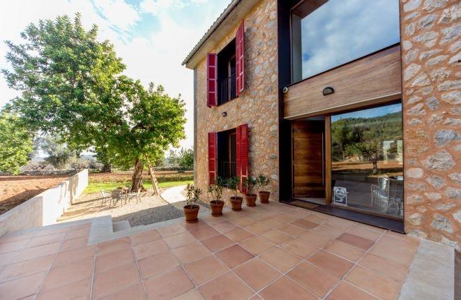 Moderna casa de nueva construcci n con mucho encanto en - Casa de campo mallorca ...
