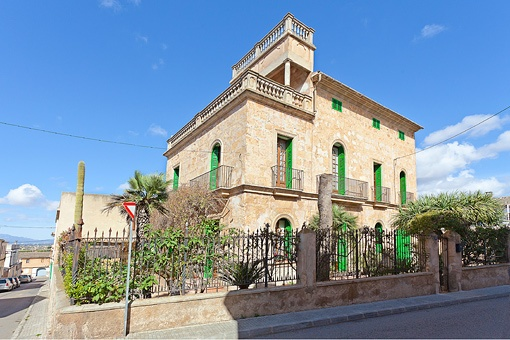 Palacete con mucho carácter y vistas a la Tramuntana en Sant Jordi