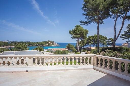 Moderna villa muy interesante con vistas al mar en Font de Sa Cala