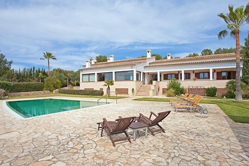 Hermosa casa con piscina en la exclusiva zona de Puntiró