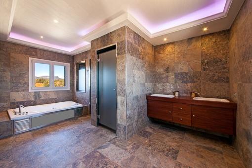 Baño amplio con ducha