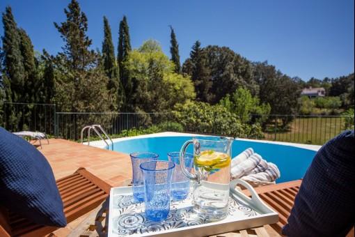 Zona de la piscina soleado