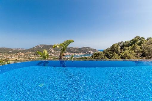 Vistas sobre Puerto Andratx desde la piscina