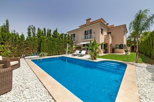 Precioso adosado con piscina grande en Puig de Ros