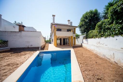 Bonito chalet espacioso en san agust n con piscina y for Piscinas san agustin burgos