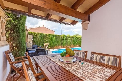 Adosado en ubicación tranquila, en la orilla de Inca con piscina, jardín y garaje entre Inca y Mancor